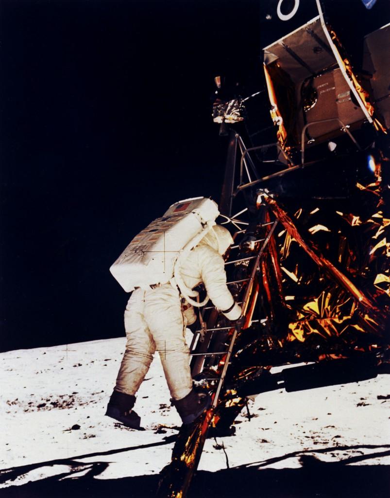 Aldrin_landing_on_moon